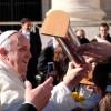 """Tra i regali di Papa Francesco anche il """"Lupetto"""" della Sangritana."""