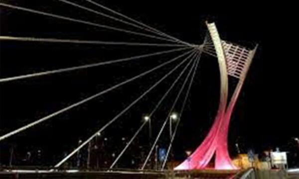 Pescara: il Ponte Flaiano illuminato di rosso sino al 25 novembre