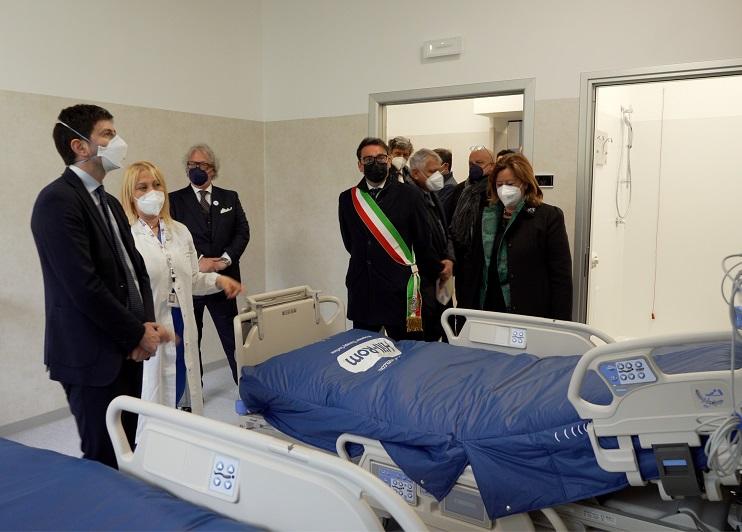 """Teramo: ospedale Mazzini, visita del ministro Speranza al terzo lotto """"Covid"""""""